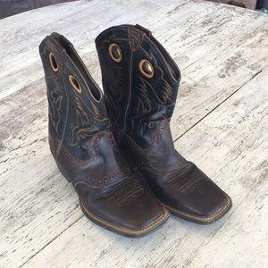 Ariat🔥❤️ cowboy boots.